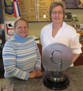Cheesemakers extraordinaire: Margaret Peters-Morris (left) and Wilma Klein-Swormink